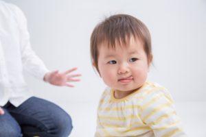 舌なめずりする赤ちゃん