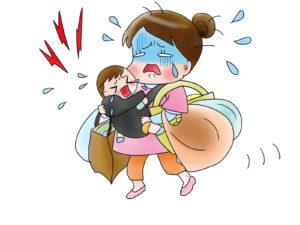 かんしゃくを起こす子と買い物帰りのママ