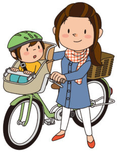 前に子どもを乗せた自転車とママ