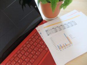 パソコンと表とグラフ
