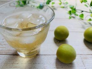 梅の実と梅酒