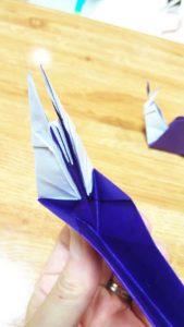 中割り折りをした紫色の折り紙