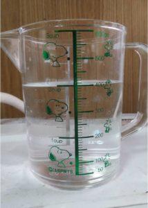計量カップの水400ml