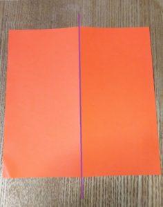 オレンジの一枚の折り紙
