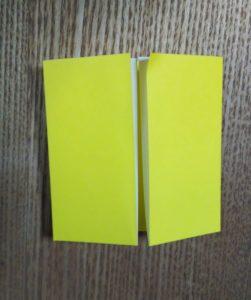 折った黄色い折り紙