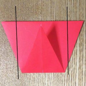 折られた赤い折り紙