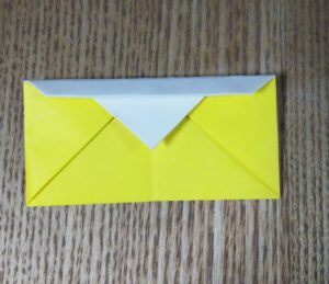 黄色い折り紙で作った財布