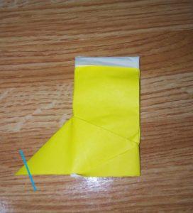 黄色い折り紙の長靴