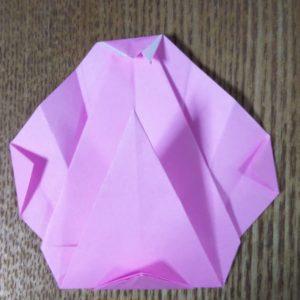 ピンクの折り紙で作った貝
