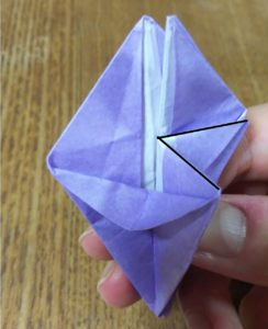 紫の折った折り紙