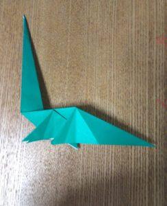 緑の折り紙で作ったクビナガリュウ