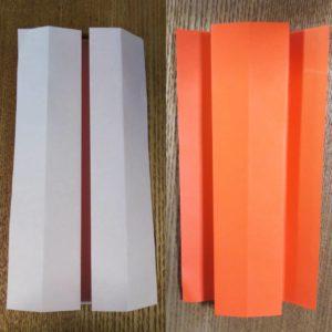 折られたオレンジ色の折り紙