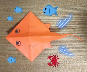 オレンジの折り紙で作ったエイ