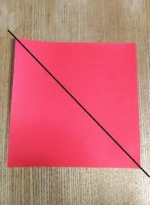 赤い一枚の折り紙