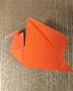 オレンジ色の折り紙で作ったプテラノドン
