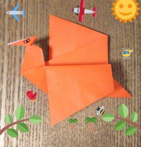 オレンジの折り紙で作ったプテラノドン