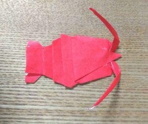 赤い折り紙で作ったエビ
