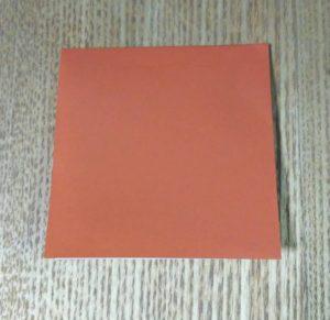 一枚の茶色の折り紙