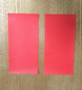 切られた1枚の赤い折り紙
