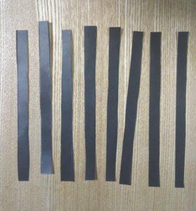 切られた黒い折り紙