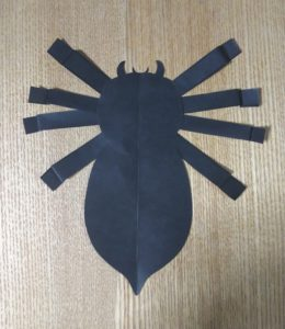 黒い折り紙で作ったクモ