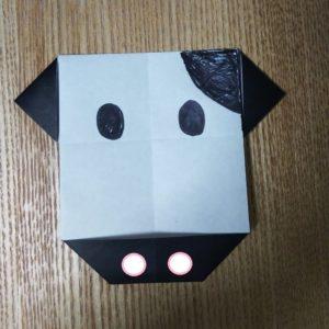 黒い折り紙で作った牛の顔