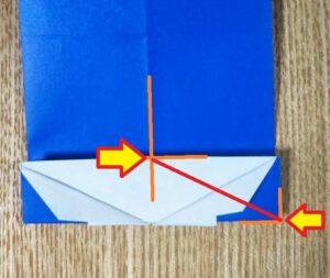 一枚の折った青い折り紙