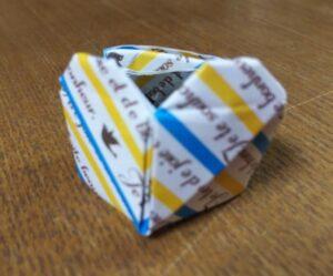 折り紙で作ったハートの指輪