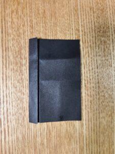 折った黒い折り紙
