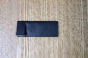 黒い折り紙で作ったおだいりさまの帽子