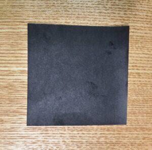 一枚の黒い折り紙
