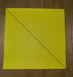 一枚の黄色い折り紙