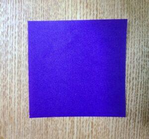 紫色の一枚の折り紙